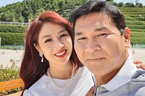 """Cách giữ """"lửa"""" hạnh phúc gia đình của Hoa khôi Thu Hương là vợ chồng dù cưới nhau bao nhiêu năm vẫn phải tôn trọng nhau"""