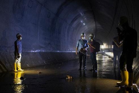 Bên trong đường hầm thoát nước phía Tây của Hồng Kông