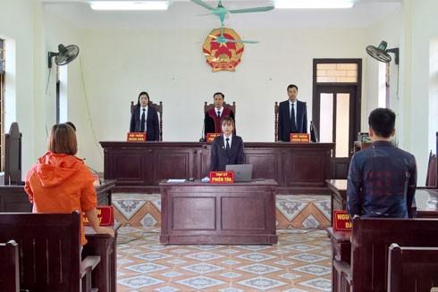 Ly hôn, tham gia tố tụng phải có mặt tại tòa án theo giấy triệu tập (Ảnh minh họa)