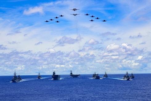 Tàu sân bay USS Ronald Reagan của Mỹ cùng các tàu của Nhật Bản và Australia tập trận ở Biển Đông