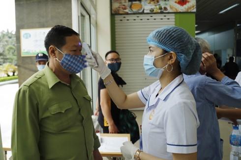 Người dân cần tiếp tục đeo khẩu trang nơi công cộng, thực hiện theo khuyến cáo của Bộ Y tế để phòng chống dịch Covid-1
