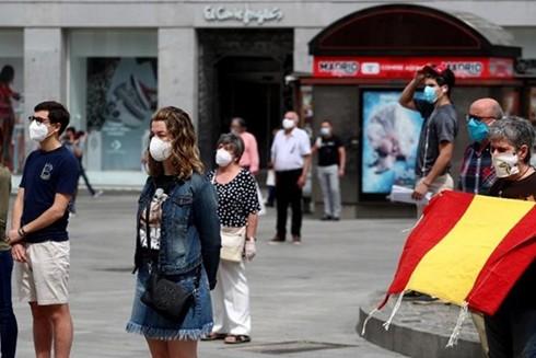 Số ca nhiễm Covid-19 ở Tây Ban Nha, từng là một trong những tâm dịch hàng đầu thế giới, lại tăng mạnh trở lại vào tuần trước