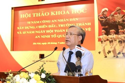 Ủy viên Bộ Chính trị, Thường trực Ban Bí thư Trung ương Đảng Trần Quốc Vượng phát biểu tại hội thảo