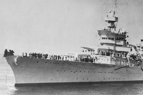 Số phận bi thảm của chiến hạm Mỹ: Bí mật vận chuyển quả bom nguyên tử đầu tiên ảnh 1