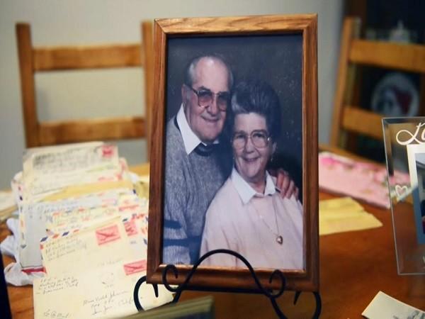 Ông Floyd Hartwig và bà Violet