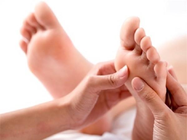 Lợi ích sức khỏe nhờ mát-xa chân trước khi ngủ ảnh 1