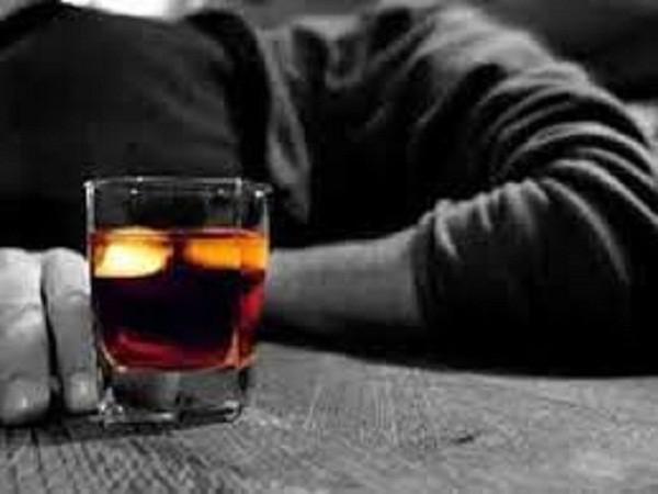 Vợ pha methanol vào đồ uống để đầu độc chồng ảnh 1