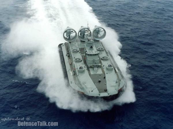 """Trung Quốc theo Nga, """"bùng"""" tiền mua tàu đổ bộ lớp Zubr của Ukraine ảnh 1"""