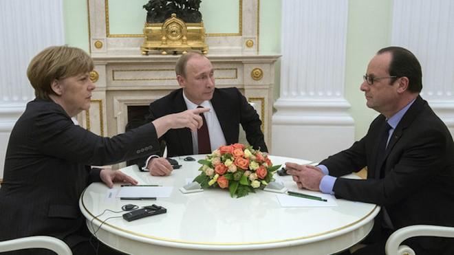 Điện Kremlin phủ nhận thông tin bà Merkel đưa ra tối hậu thư với ông Putin