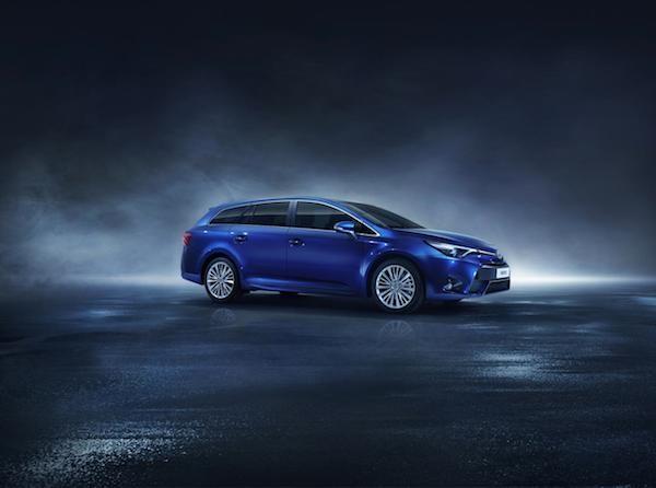 Toyota hứa trình làng mẫu xe Avensis vào tháng 3 tới
