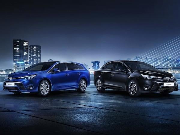 Hình ảnh teaser mới của Toyota Avensis wagon và sedan
