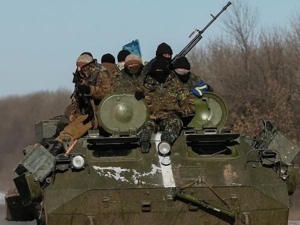 Tổng thống Ukraine tuyên bố rút quân khỏi Debaltseve ảnh 1