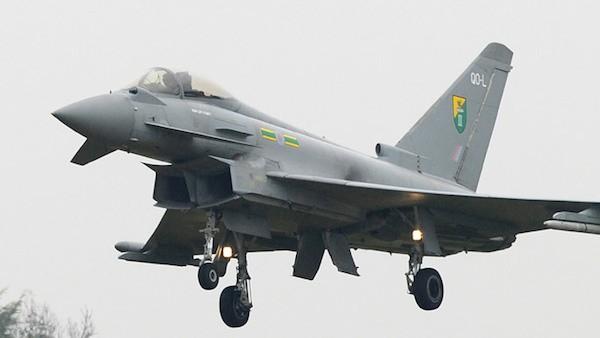 Tiêm kích Eurofighter Typhoon Anh xuất kích chặn máy bay Nga ảnh 1