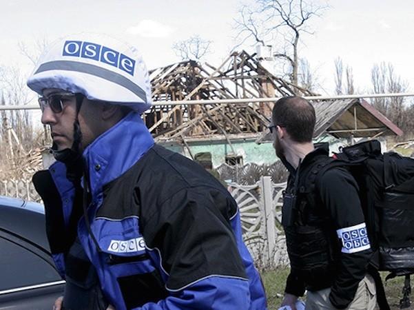Các quan sát viên của OSCE cho biết, có bên thứ 3 cố tình khiêu khích cả 2 phe