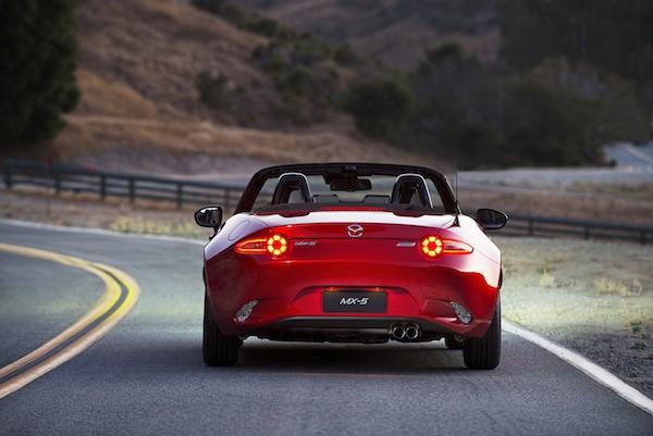 Mazda MX-5 Miata có mức tiêu thụ nhiên liệu tiết kiệm hơn 25%