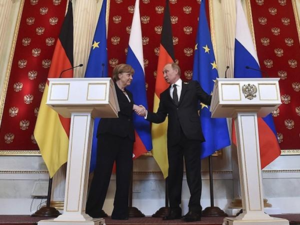 Tổng thống Putin đã có cuộc gặp mặt trực tiếp với Thủ tướng Đức Angela Merkel