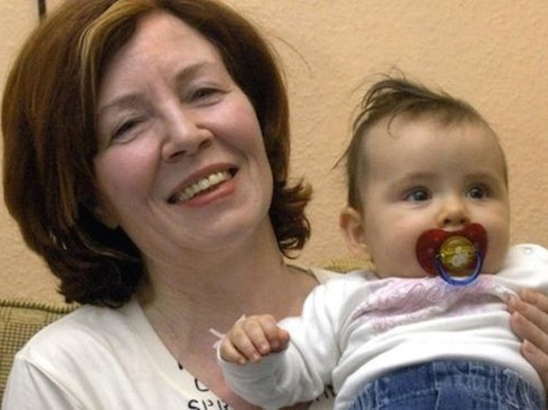 Một người phụ nữ Đức 65 tuổi vẫn sinh tư ảnh 1