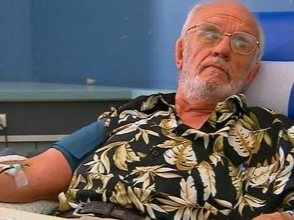 Ông James bắt đầu hiến máu từ năm 18 tuổi và đã cứu được hơn 2 triệu trẻ sơ sinh