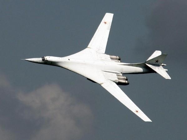 """Máy bay ném bom Tu-160 """"White Swan"""" của Nga"""