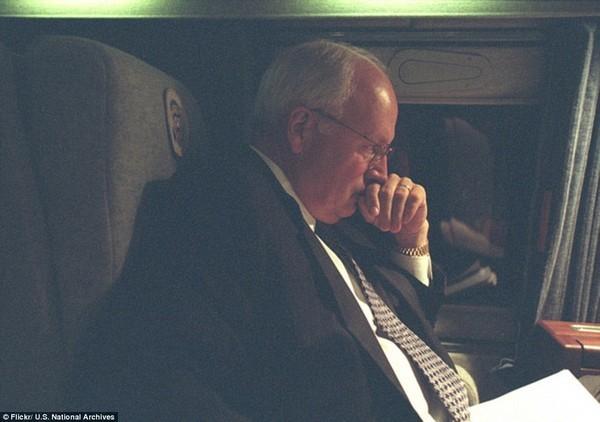 Chùm ảnh chưa từng công bố về phản ứng của nhà Trắng sau vụ khủng bố 11-9 ảnh 13