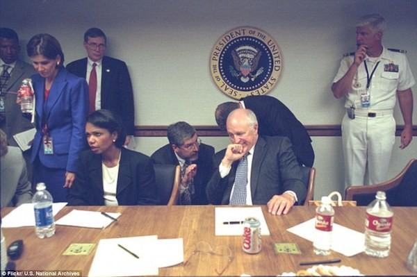Chùm ảnh chưa từng công bố về phản ứng của nhà Trắng sau vụ khủng bố 11-9 ảnh 11