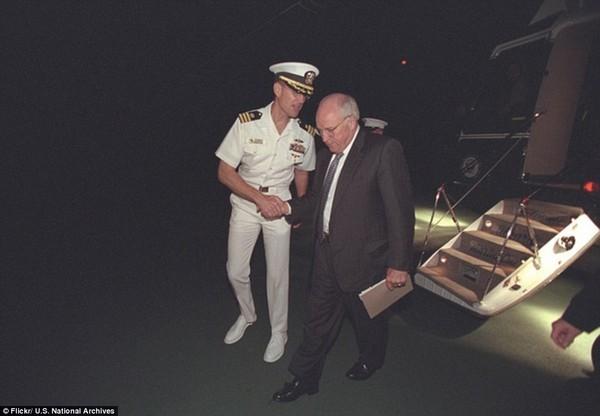 Chùm ảnh chưa từng công bố về phản ứng của nhà Trắng sau vụ khủng bố 11-9 ảnh 15