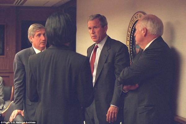 Chùm ảnh chưa từng công bố về phản ứng của nhà Trắng sau vụ khủng bố 11-9 ảnh 10