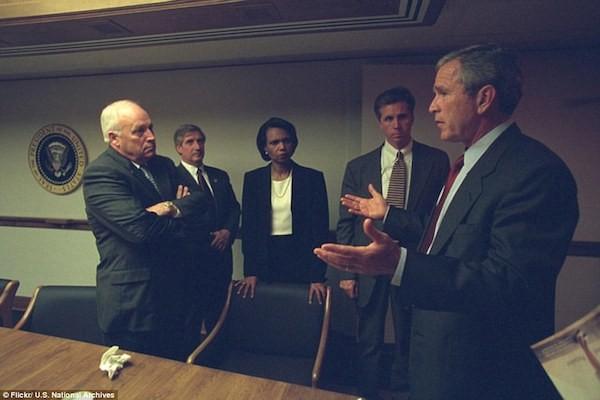 Chùm ảnh chưa từng công bố về phản ứng của nhà Trắng sau vụ khủng bố 11-9 ảnh 4