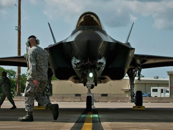 Với tên lửa SOM-J, F-35 có thể tấn công mục tiêu cách xa hàng trăm km
