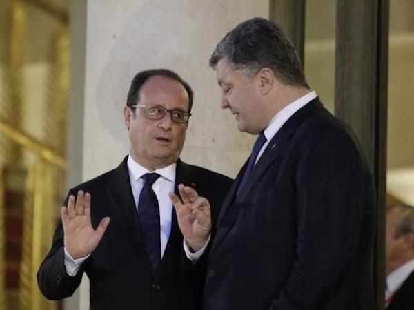 Tổng thống Pháp Francois Hollande và Tổng thống Ukraine Petro Poroshenko (phải)