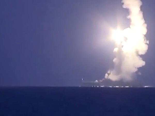 Hình ảnh tên lửa Kalibr rời bệ phóng trên biển Caspian hôm 7-10