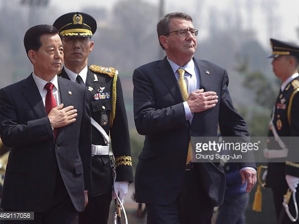Bộ trưởng Quốc phòng Mỹ Ash Carter (phải) và người đồng cấp Hàn Quốc Han Min-koo