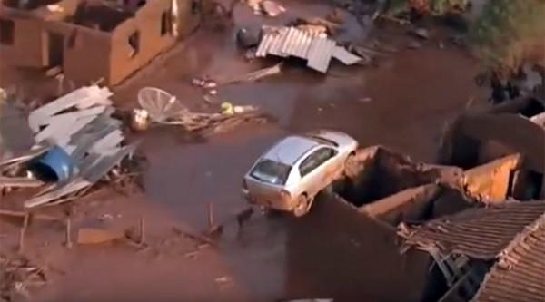 """Nhiều nhà cửa, phương tiện giao thông bị hư hại do """"thảm họa lũ bùn"""""""