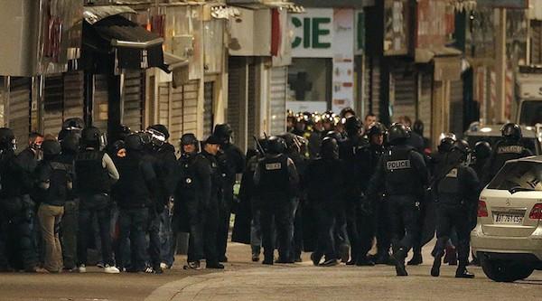 Cảnh sát Pháp tiêu diệt 2 nghi phạm khủng bố ở ngoại ô Paris