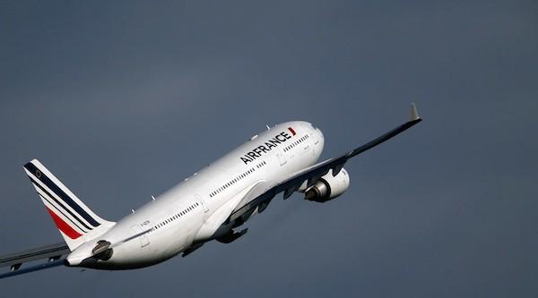 2 máy bay Air France đi từ Mỹ về Pháp đã phải hạ cánh khẩn cấp