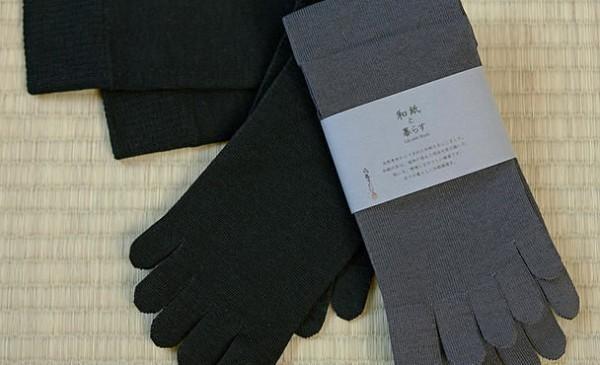Đánh bay mùi hôi chân nhờ đôi tất sản xuất ở Nhật Bản