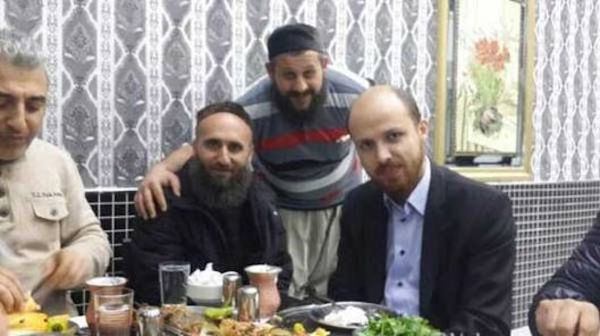Lộ ảnh con trai Tổng thống Thổ Nhĩ Kì ăn tối với lãnh đạo IS?