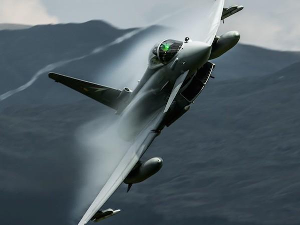 Anh kéo dài thời gian sử dụng, mua thêm nhiều tiêm kích Typhoon ảnh 1
