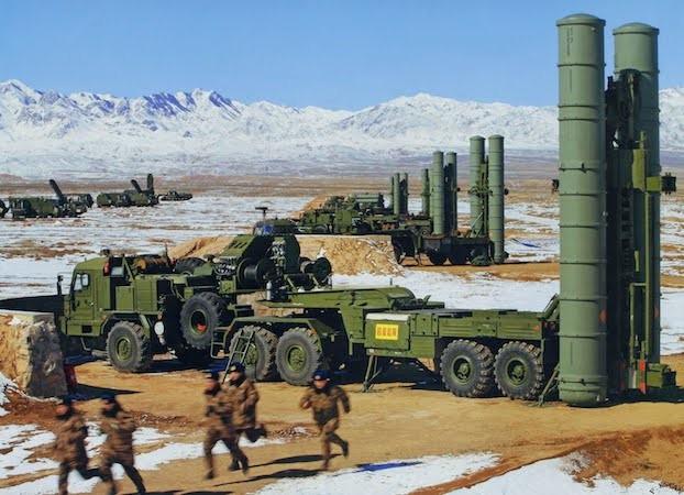 Hệ thống tên lửa phòng không S-400 của Nga