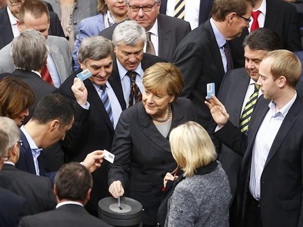 Đức sẽ không tấn công IS trực tiếp mà chỉ hỗ trợ cho các nước đồng minh