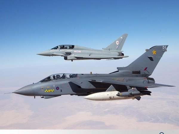 Máy bay Typhoon của Anh cũng đã đươc triển khai để không kích vào IS