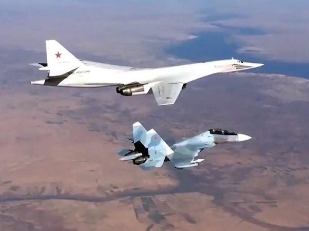 Máy bay Nga vẫn ném bom không ngừng nghỉ vào quân khủng bố ở Syria