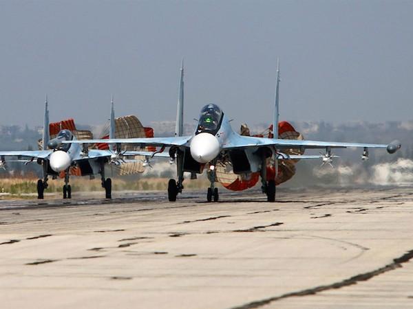 Máy bay Su-34 của Nga hạ cánh sau khi hoàn thành nhiệm vụ không kích