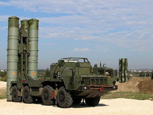 Hệ thống tên lửa phòng không S-400 của Nga tại Syria
