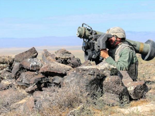Bức ảnh chiến binh người Kurd cầm tên lửa Javelin