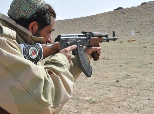Nga giúp đỡ Afghanistan bằng việc tặng nước này 10.000 khẩu súng trường tự động