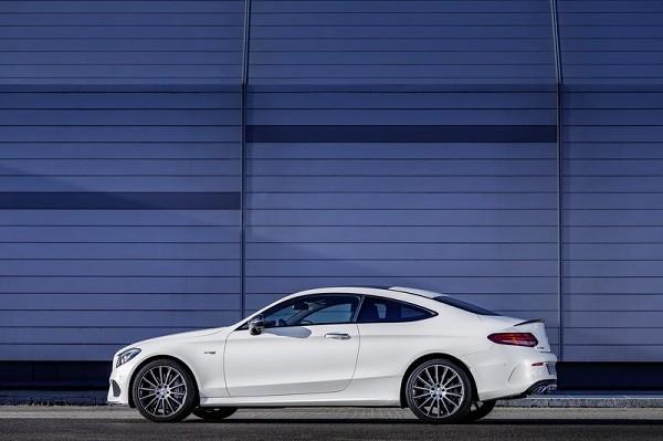 Mercedes-AMG C43 Coupe mới: Thể thao và hiện đại