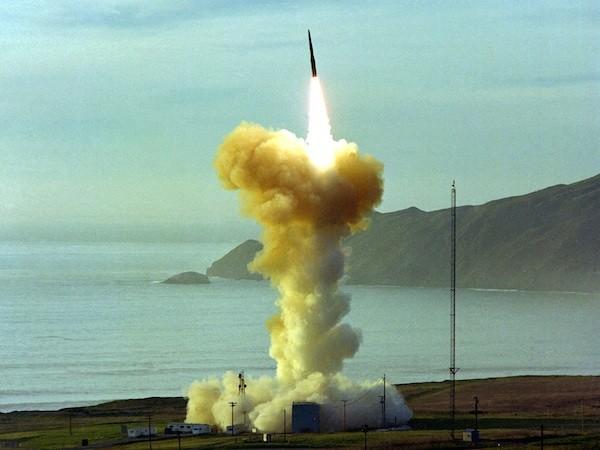 Tên lửa Minuteman III của Mỹ rời bệ phóng