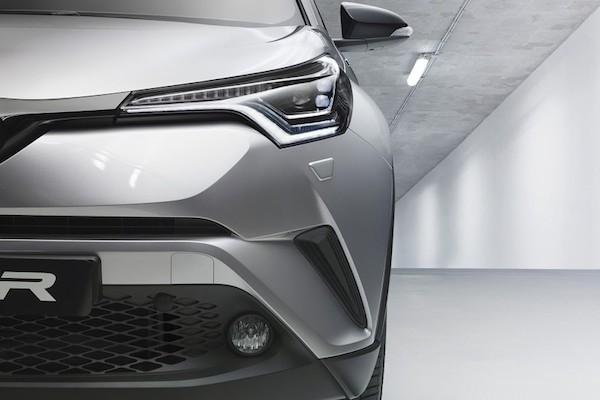 Toyota C-HR mới lộ diện với thiết kế lạ mắt ảnh 2