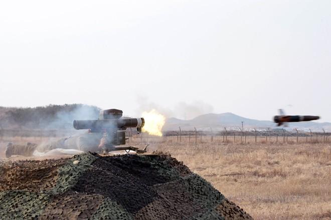 Triều Tiên tung ảnh chứng minh sức mạnh của tên lửa chống tăng mới ảnh 1